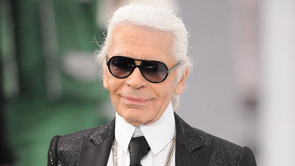 Karl Lagerfeld, styliste et maître de maison, reçoit chez lui...