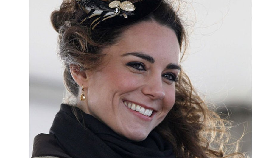 kate-middleton-cuisse-fait-concurrence-a-celle-d-angelina-jolie-7754914