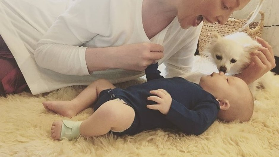 Katherine Heigl prend du bon temps avec son bébé