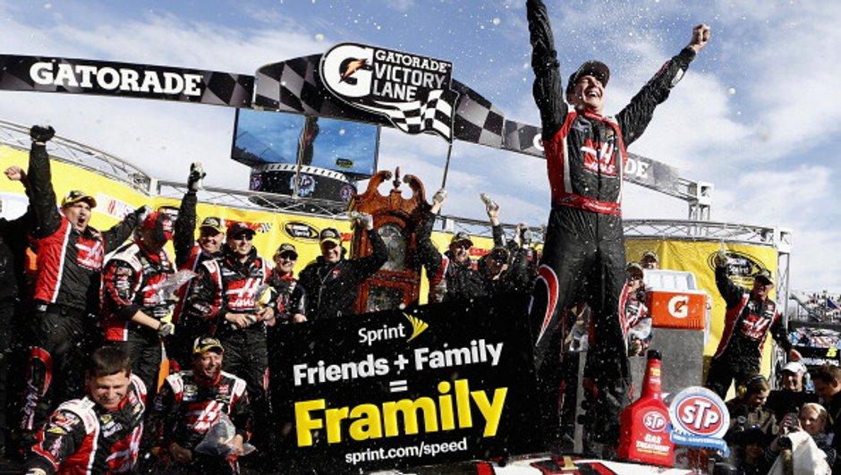 NASCAR - Martinsville STP 500 : Kurt Busch victorieux