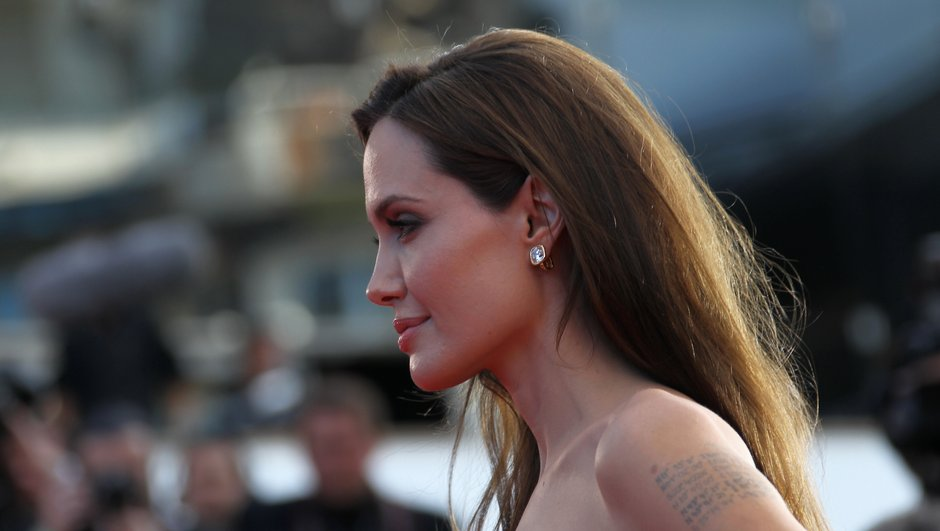 angelina-jolie-l-actrice-mieux-payee-d-hollywood-0823273