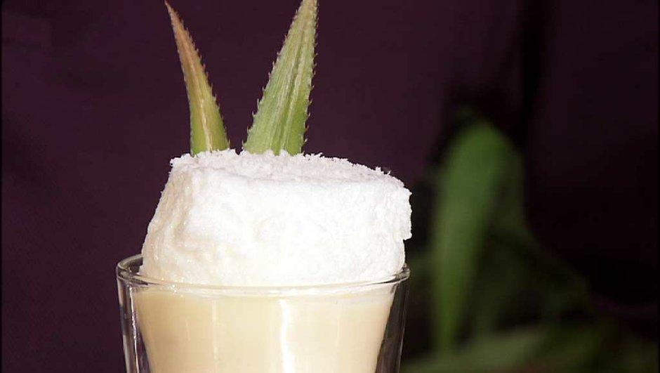 Ile flottante au lait de coco et ananas