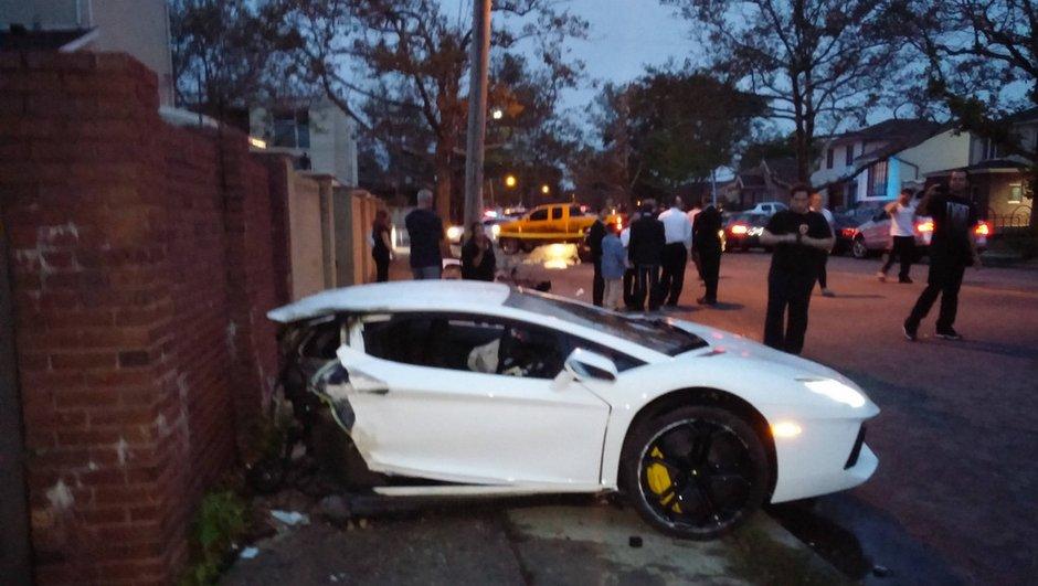 Insolite : une Lamborghini Aventador coupée en deux dans un accident