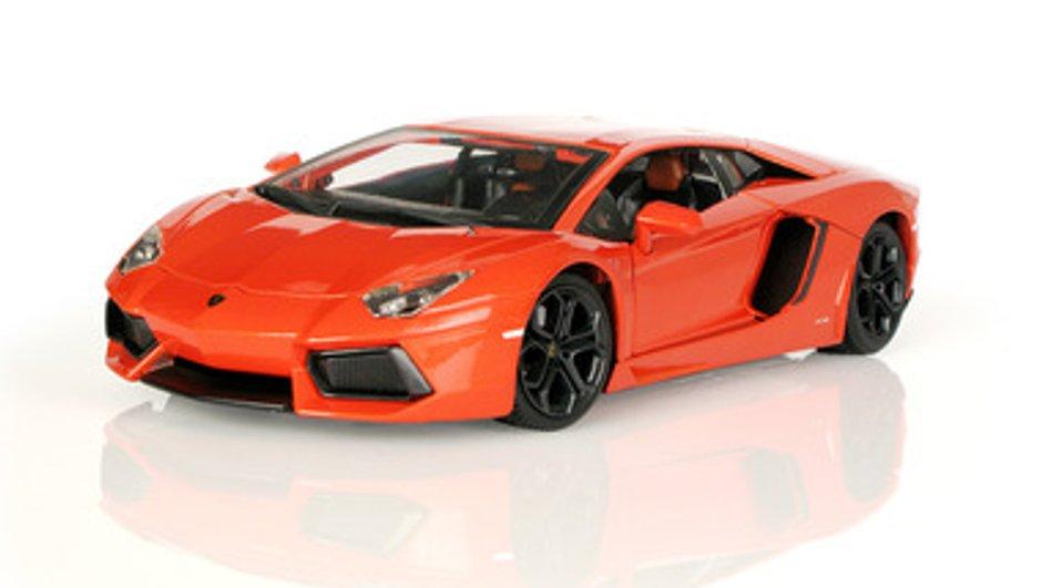Idée Cadeau N°11 : une Lamborghini Aventador miniature