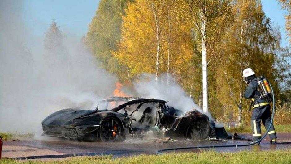 Insolite : Une unique Lamborghini Aventador carbonisée en Suède