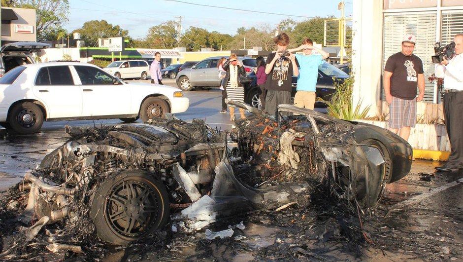 Insolite : Une Lamborghini Gallardo finit dévorée par les flammes sur un parking