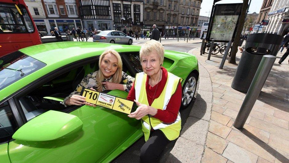 Insolite : un « Taxi » Lamborghini Huracan se balade en Angleterre !