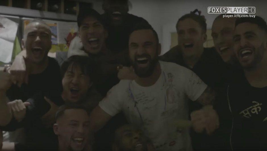 video-folle-scene-de-joie-joueurs-de-leicester-champions-d-angleterre-3733202