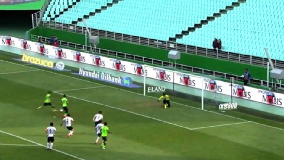 VIDEO #Insolite: un super penalty tiré à deux!
