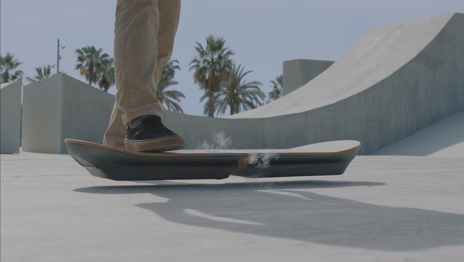 insolite-lexus-devoile-un-hoverboard-5954763