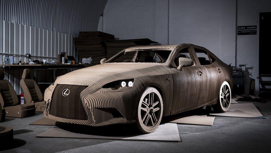 Lexus présente une berline IS… en carton