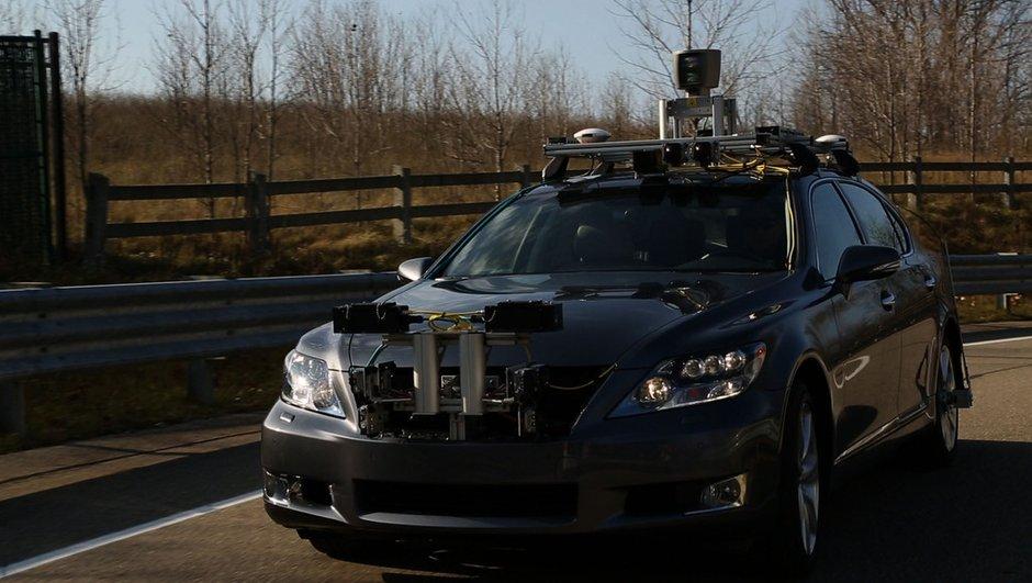 Toyota présente une voiture autonome au CES 2013