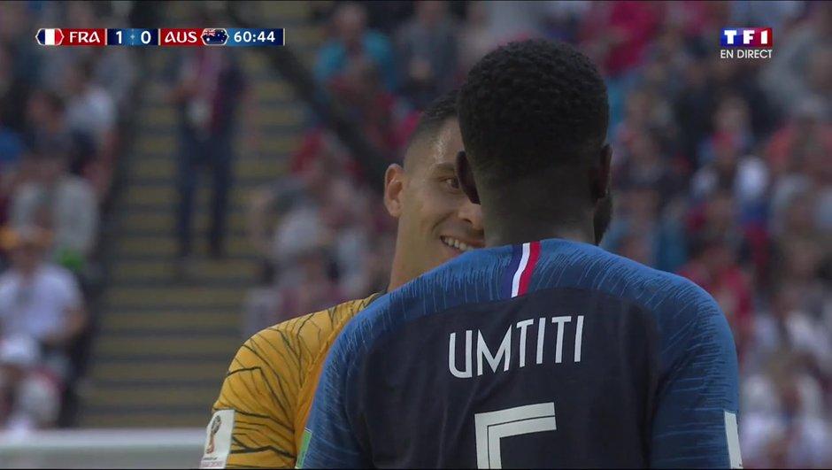 France-Australie : la main de Samuel Umtiti qui cause le penalty australien