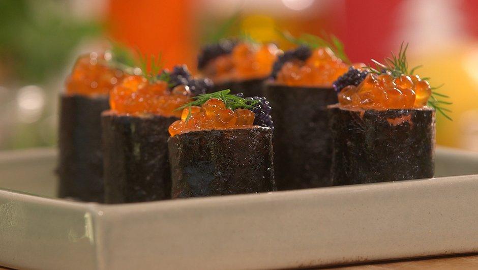 Makis de saumon fumé au tarama, œufs de saumon et de lump
