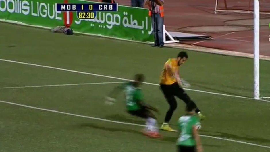 Vidéo insolite : Un gardien algérien réalise une roulette incroyable