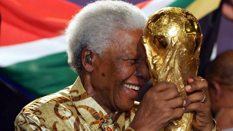 La FIFA fait pression sur Mandela pour qu'il assiste à la finale