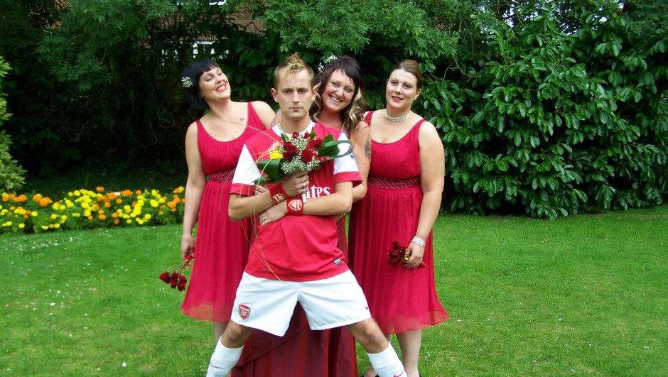 Insolite : Un fan d'Arsenal se marie vêtu du maillot de l'équipe