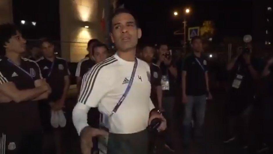 Mexique : quand Rafael Marquez demande aux supporters de les laisser dormir