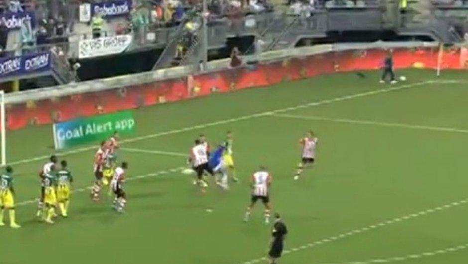 Vidéo : Un gardien marque d'une talonnade et sauve son équipe dans les arrêts de jeu