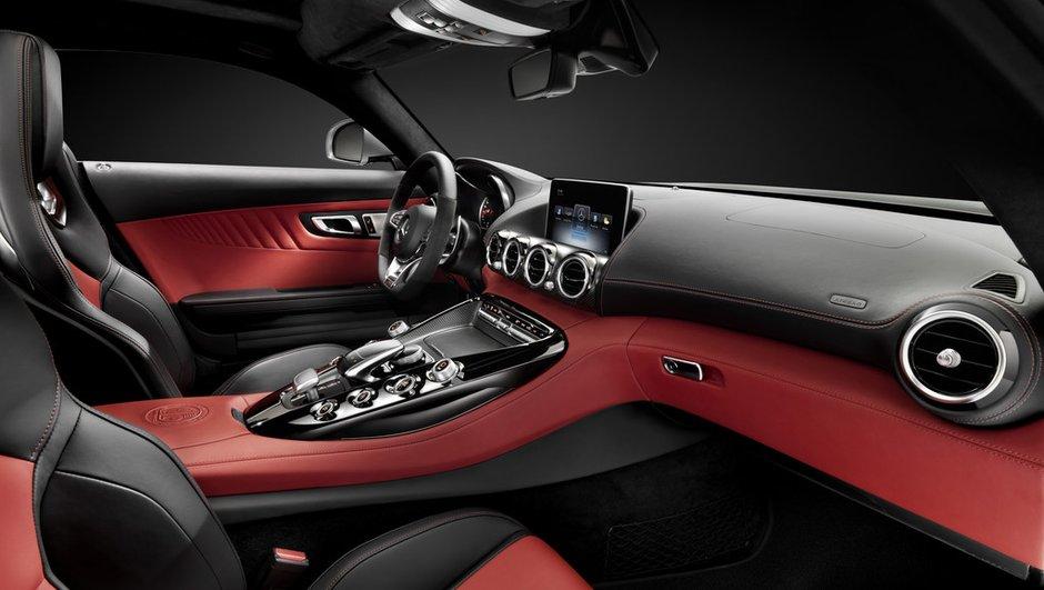 Future Mercedes-AMG GT 2014 : le coupé révèle... son habitacle