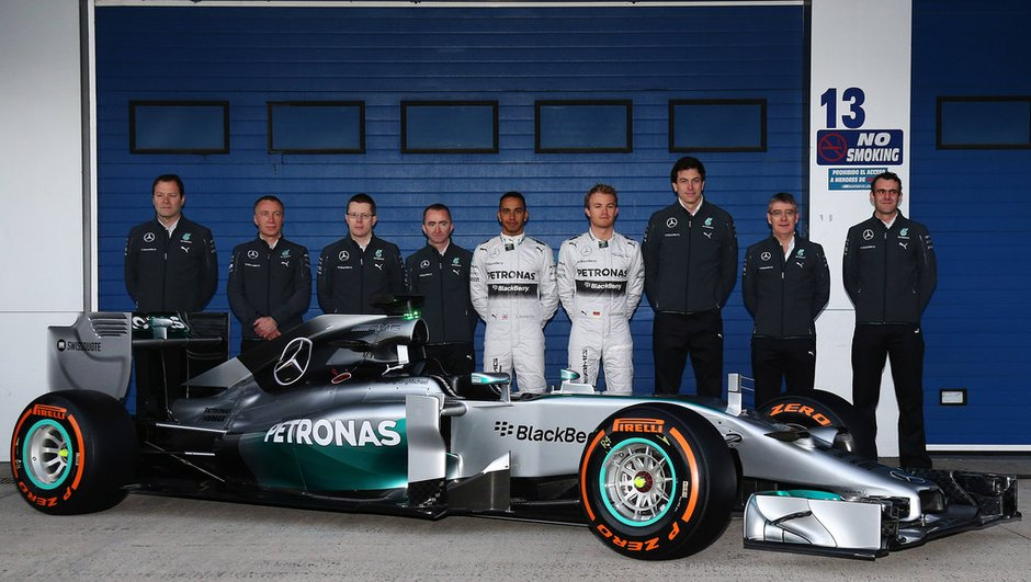f1-2014-mercedes-w05-leve-voile-8634349