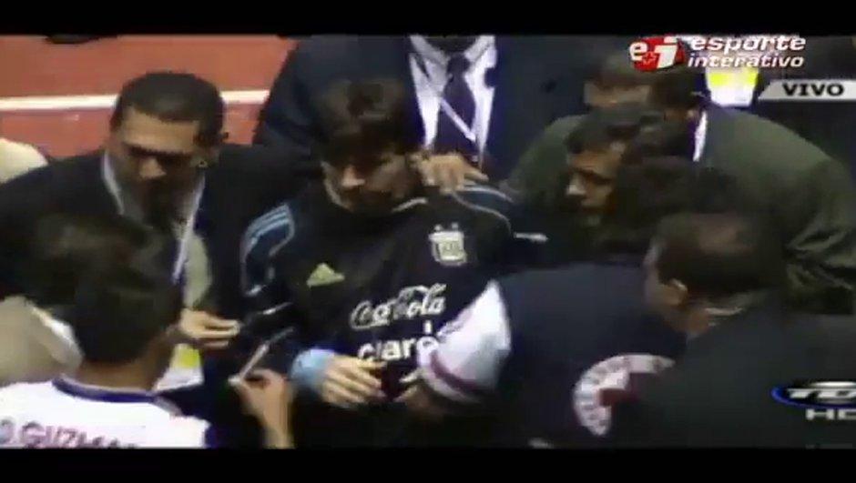 Insolite : quand Messi signe des autographes à ses adversaires (vidéo)