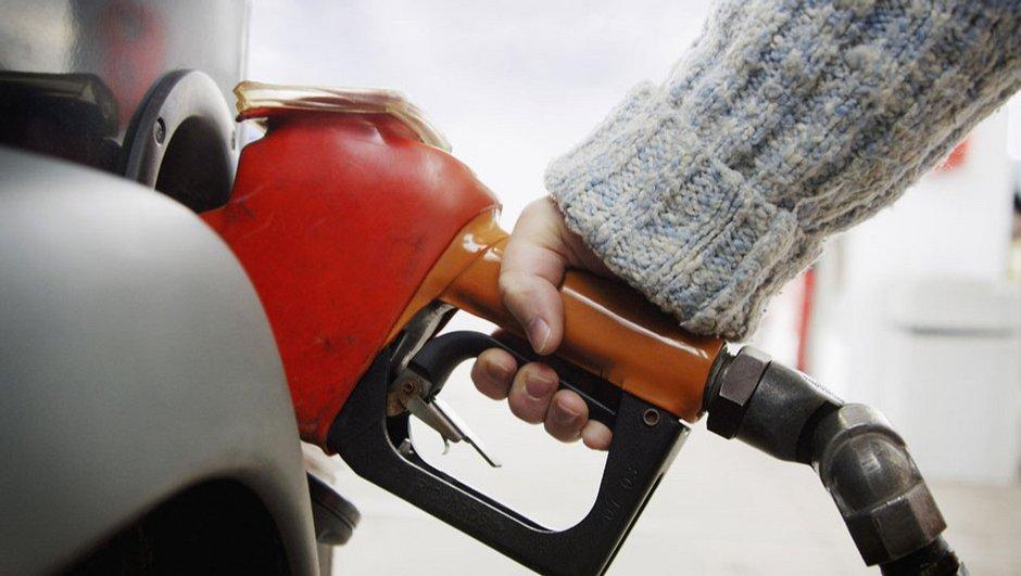 Les prix de l'essence baissent encore, le blocage attendra