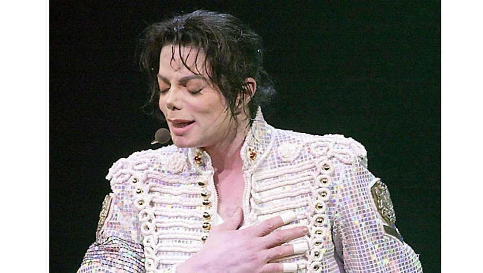 Le médecin de Michael Jackson réclame 48 522 euros pour sa participation au succès de This is it