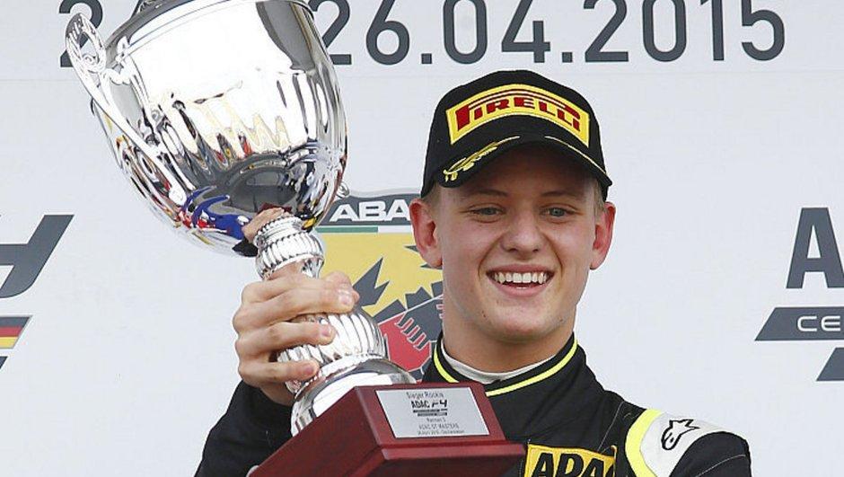 Mick Schumacher : première entrée et première victoire en F4 !