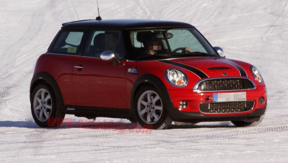 mini-hybride-2013-premieres-photos-volees-9195305