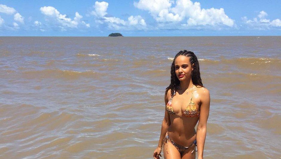 Alicia Aylies se dévoile en bikini sur une plage de Guyane  !