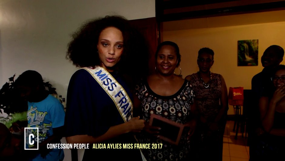 Alicia Aylies se met à nu et livre ses doutes face caméra (VIDÉO)
