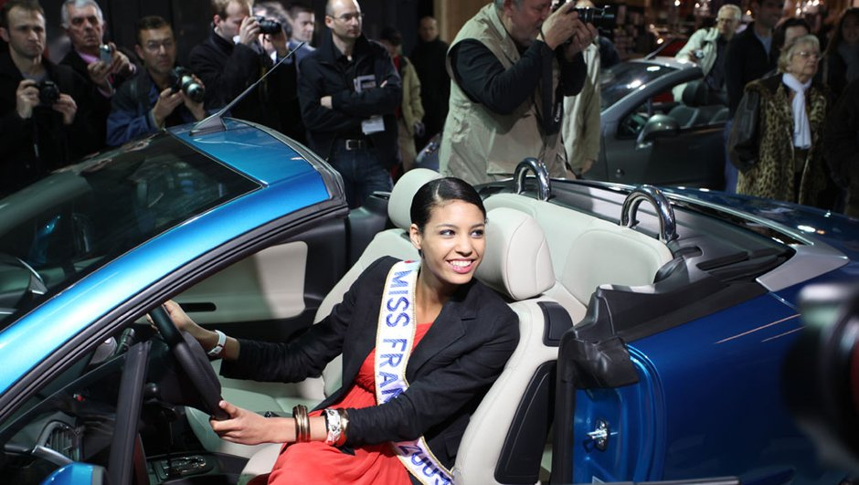 Salon Cabriolet 2009 : Miss France en Peugeot 207 CC !