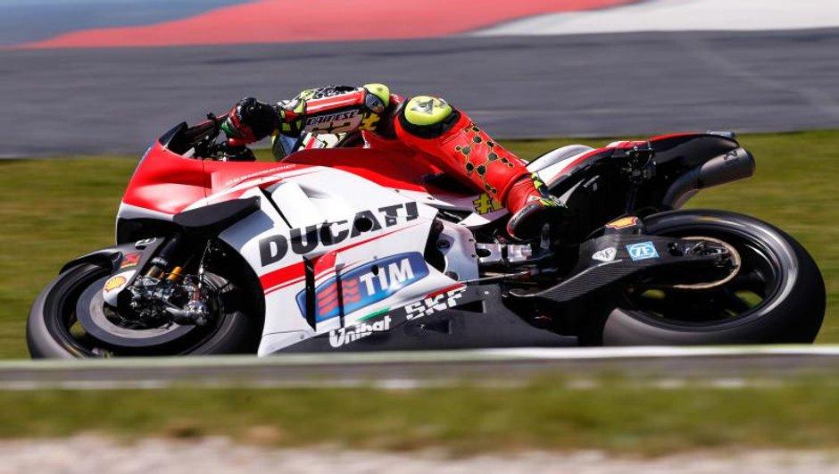 motogp-italie-2015-iannone-offre-pole-a-ducati-4703726