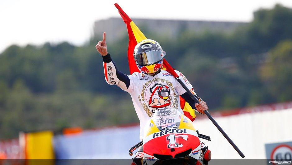 motogp-valence-2013-marquez-sacre-champion-monde-a-juste-20ans-un-record-4192130