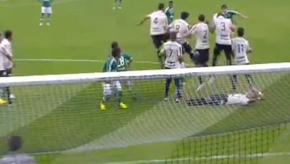 video-insolite-figueirense-met-place-un-mur-infranchissable-0594961