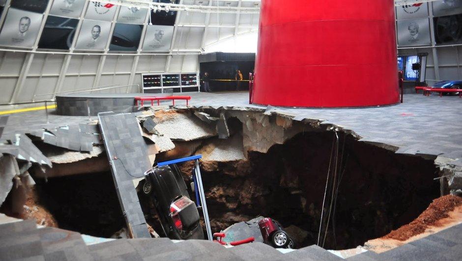 Insolite : 8 voitures happées dans un trou au musée Corvette