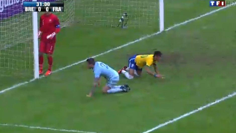 Brésil-France : but de Hernanes en vidéo, 2-0 (86è)