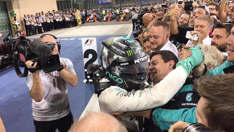 """F1 - GP d'Abu Dhabi 2016 : champion du monde, Rosberg a """"réussi à imiter son père"""""""