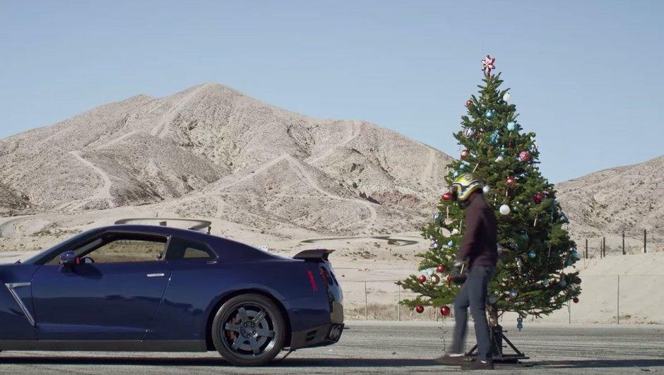 Insolite : Comment ranger ses décorations de Noël avec une Nissan GT-R