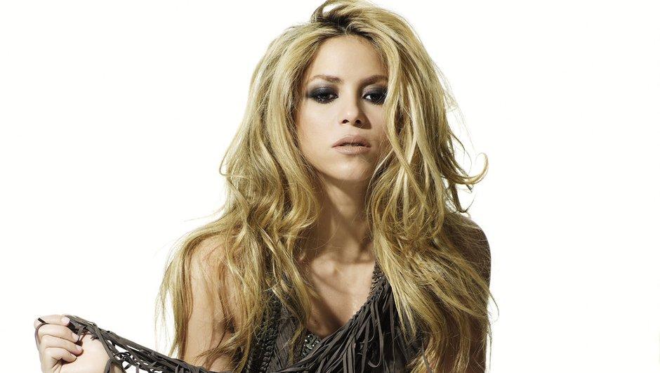 Découvrez avec quel joueur du FC Barcelone sort Shakira !