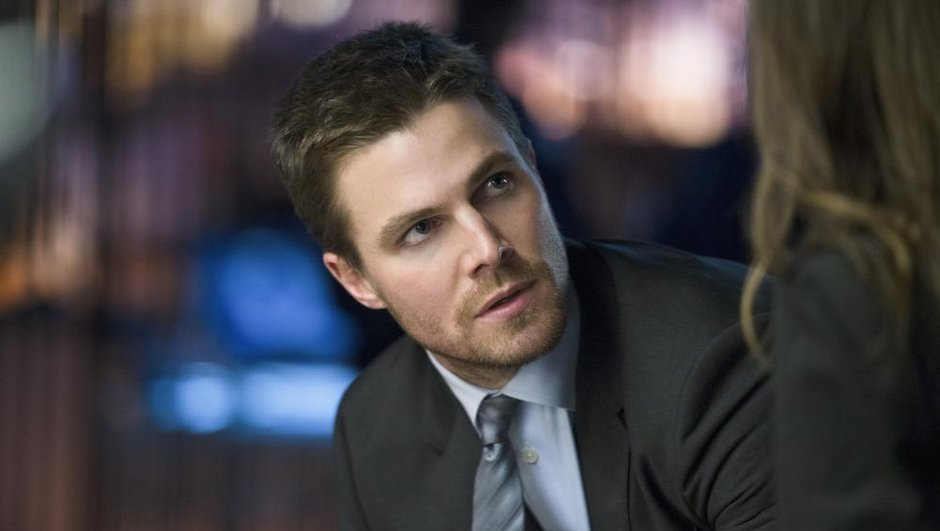 arrow-stephen-amell-face-a-immenses-stars-decrocher-un-trophee-8753335