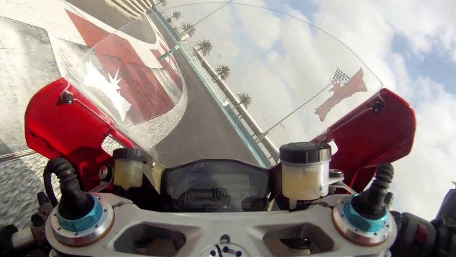 Vidéo : La Ducati 1199 Panigale en piste avec Troy Bayliss