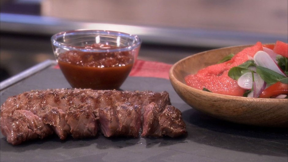 Onglet de veau grillé sauce barbecue et salade d'été