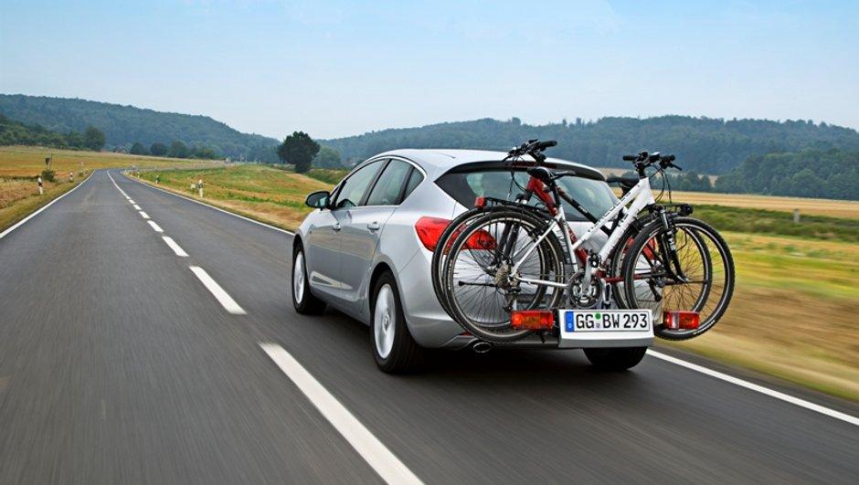 Opel Astra Flexfix : le porte-vélo intégré maintenant sur l'Astra