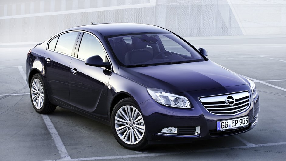 salon-de-francfort-2011-l-opel-insignia-evolue-5995957