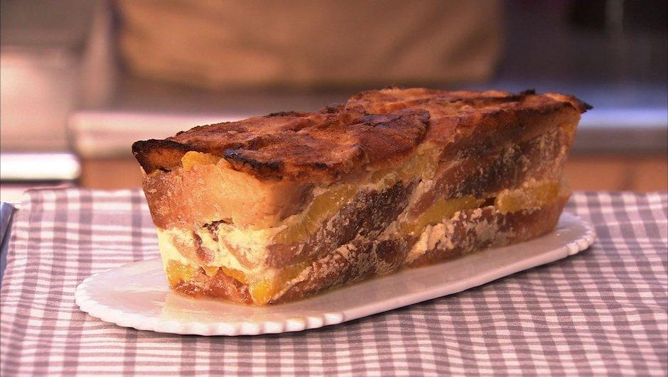 Gâteau au pain perdu à l'orange et à la cannelle