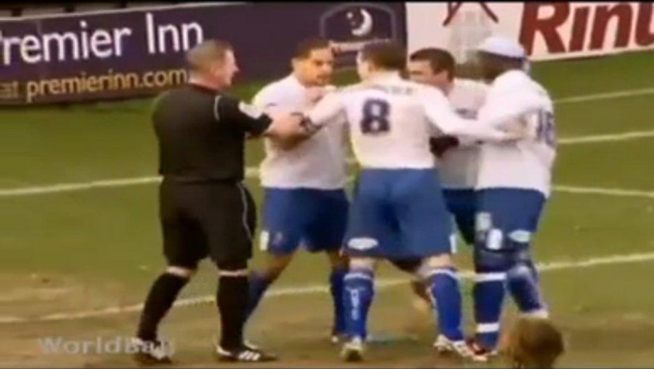 Insolite : Ils se battent pour tirer un penalty (vidéo)