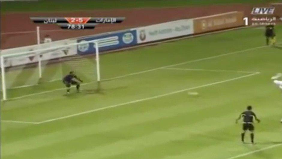 Insolite : un penalty marqué avec une talonnade ! (vidéo)