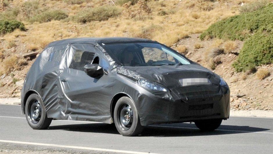Peugeot 208 : tests sous camouflage, avant présentation fin octobre ?